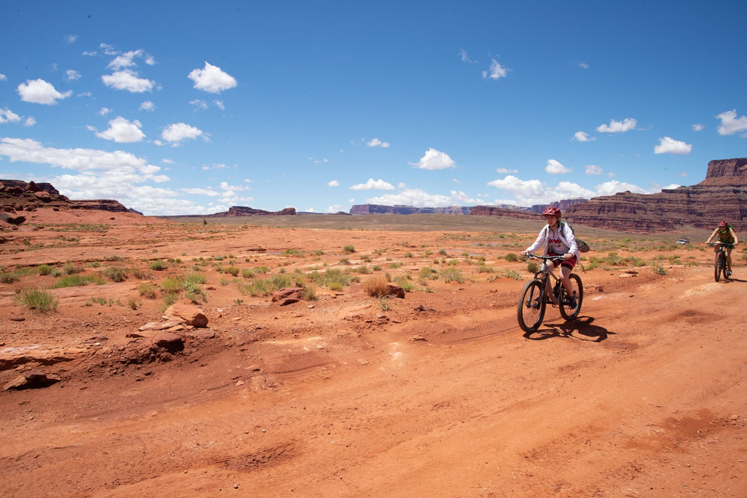 Canyonlands-National-Park-Full-Day-Guided-Mtb-Tour-Approaching-Mine