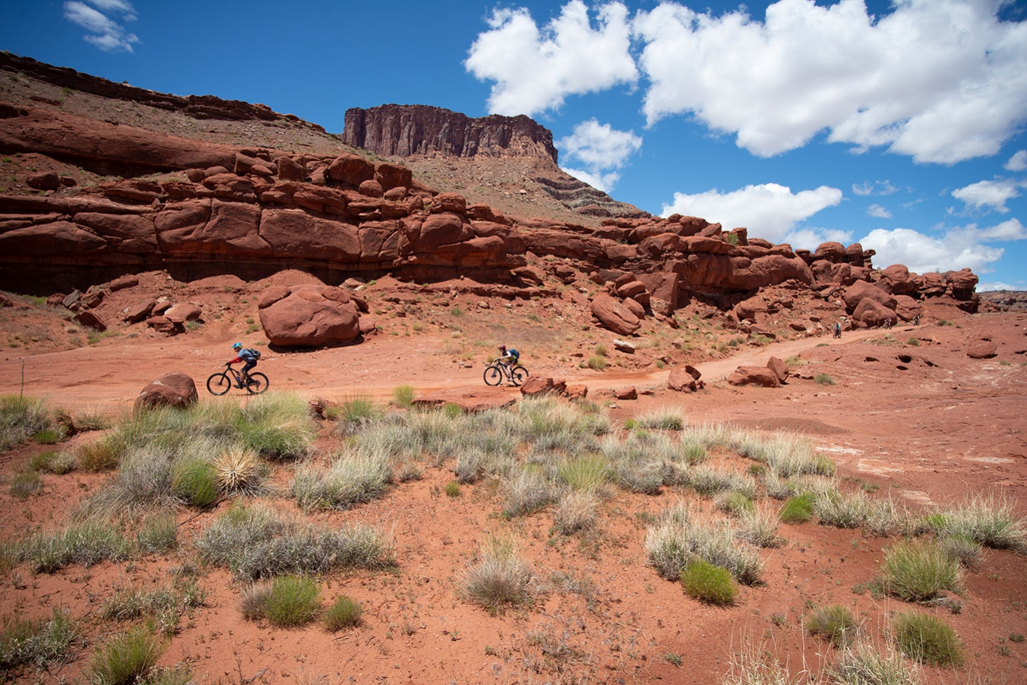 Canyonlands-National-Park-Full-Day-Guided-Mtb-Tour-Balanced-Rock-1