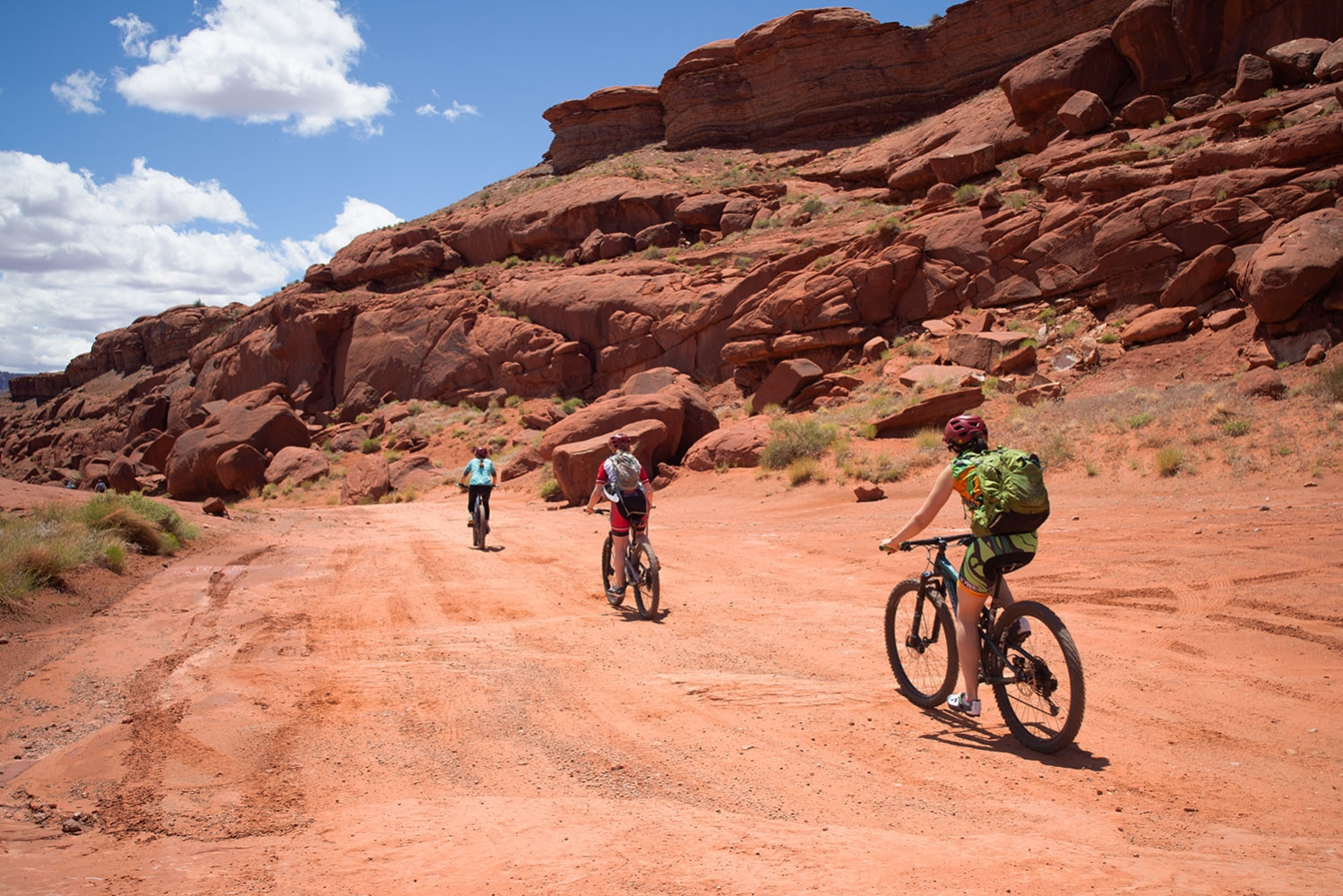 Canyonlands-National-Park-Full-Day-Guided-Mtb-Tour-Balanced-Rock-2