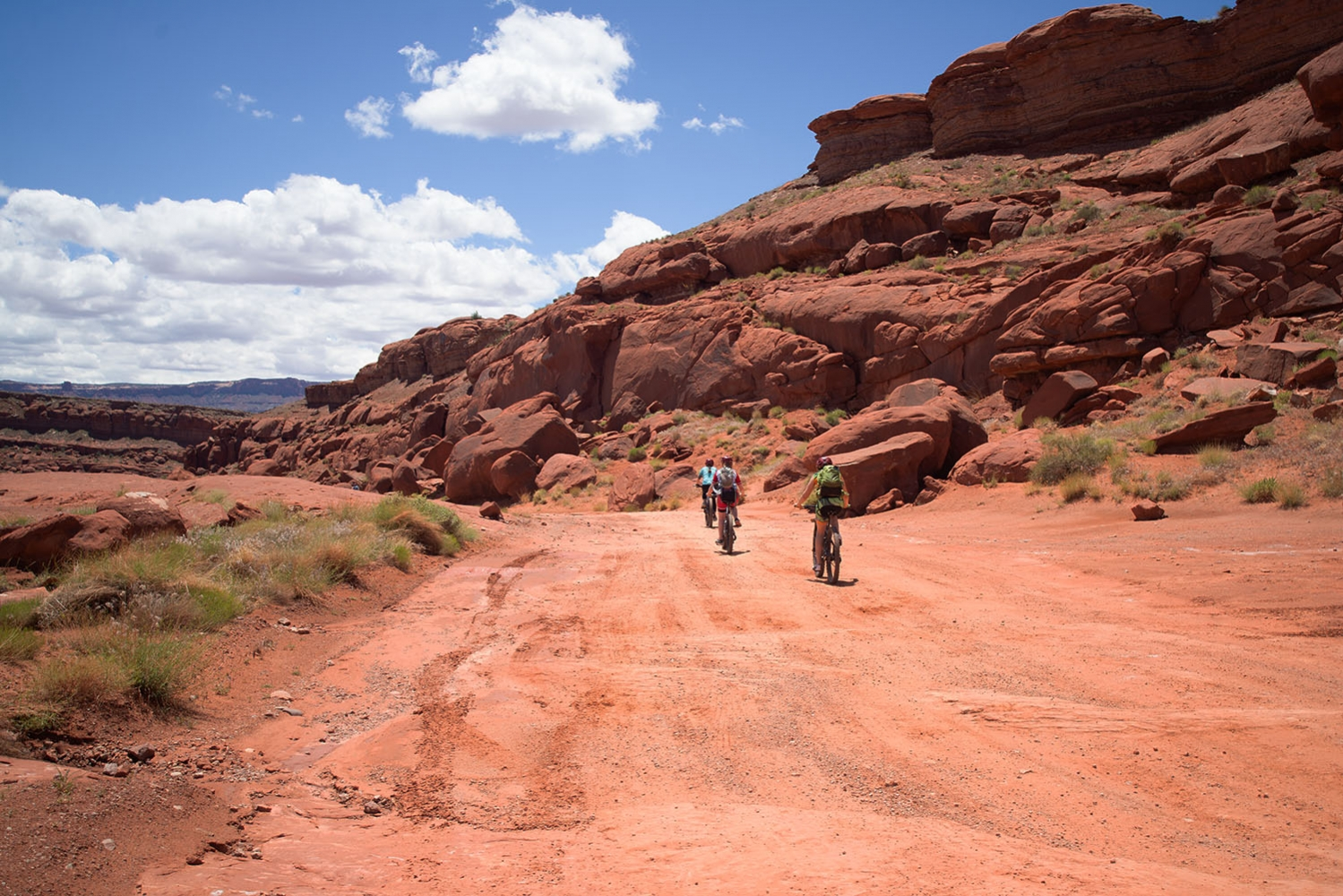 Canyonlands-National-Park-Full-Day-Guided-Mtb-Tour-Balanced-Rock-3