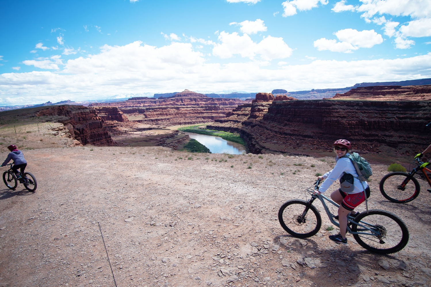 Canyonlands-National-Park-Full-Day-Guided-Mtb-Tour-Down-From-Lunch-3