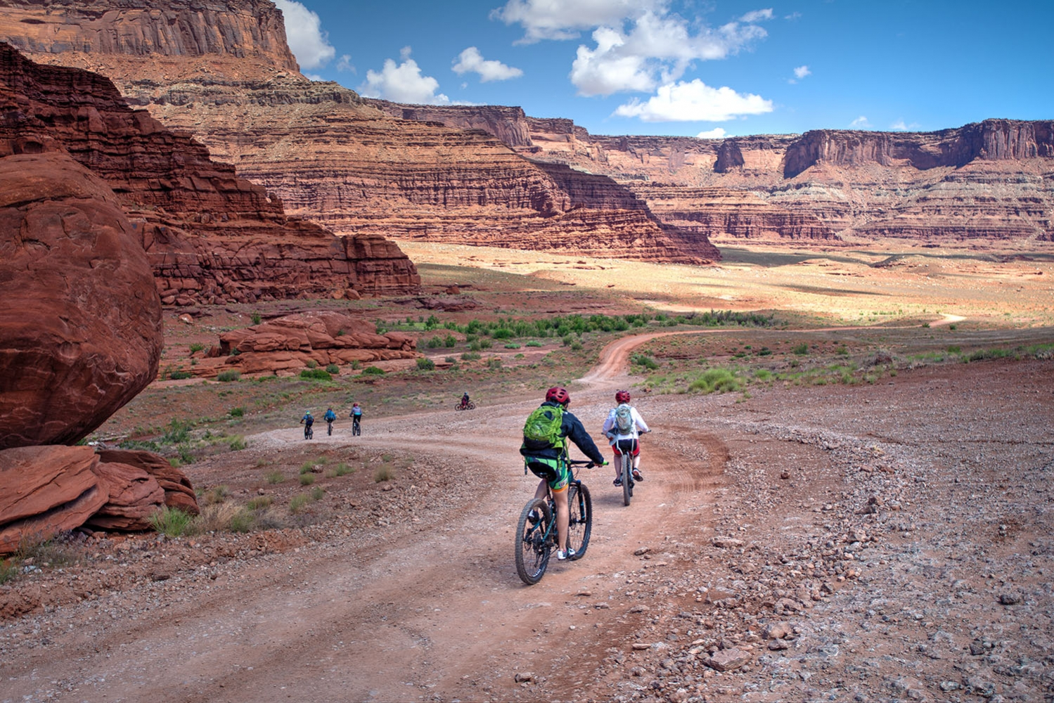 Canyonlands-National-Park-Full-Day-Guided-Mtb-Tour-Down-From-Lunch-Down-The-Hill-1