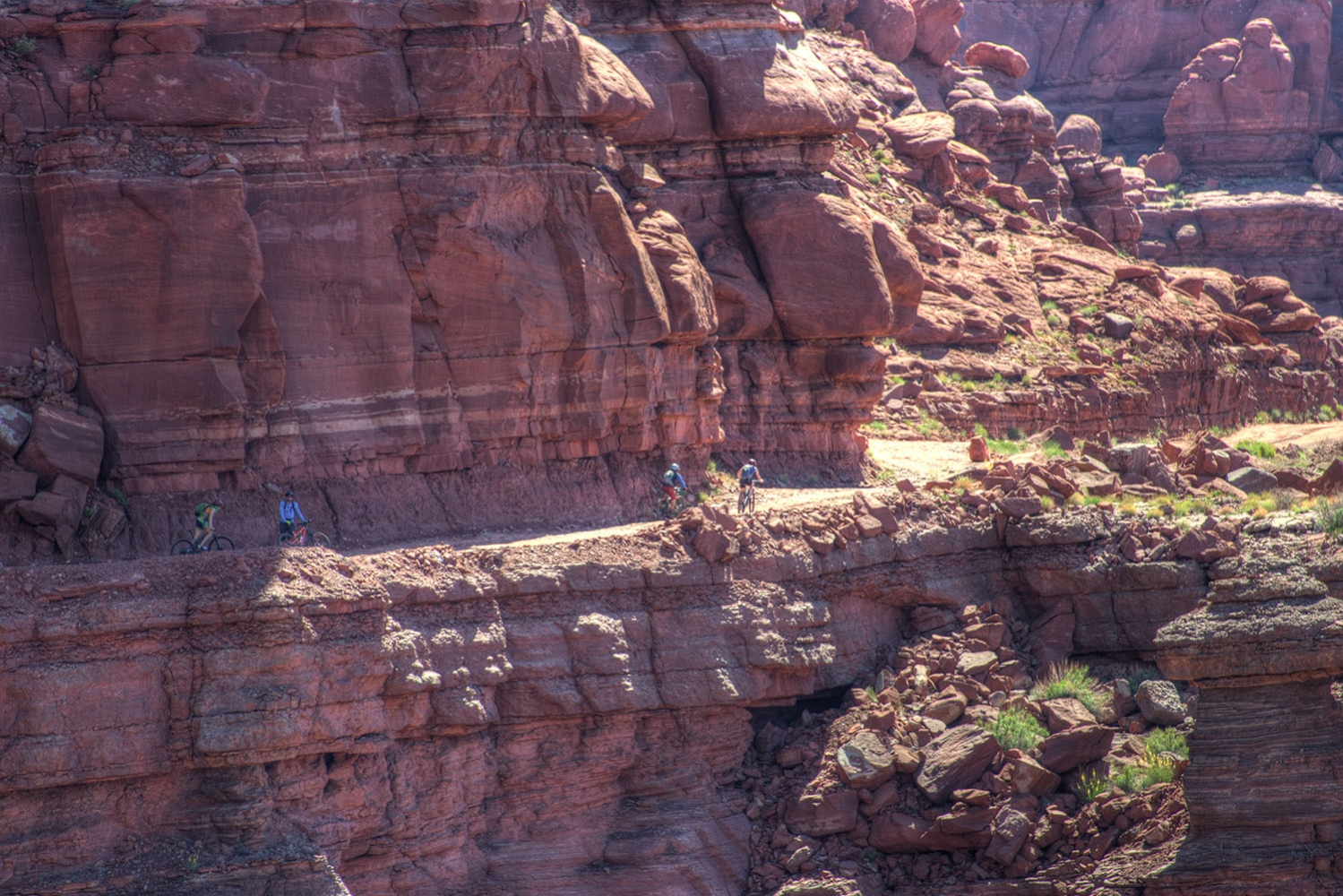 Canyonlands-National-Park-Full-Day-Guided-Mtb-Tour-Group-Other-Side-Canyon