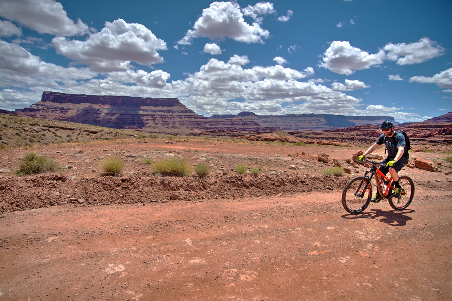 Canyonlands-National-Park-Full-Day-Guided-Mtb-Tour-Past-Mine-Pools-2-1
