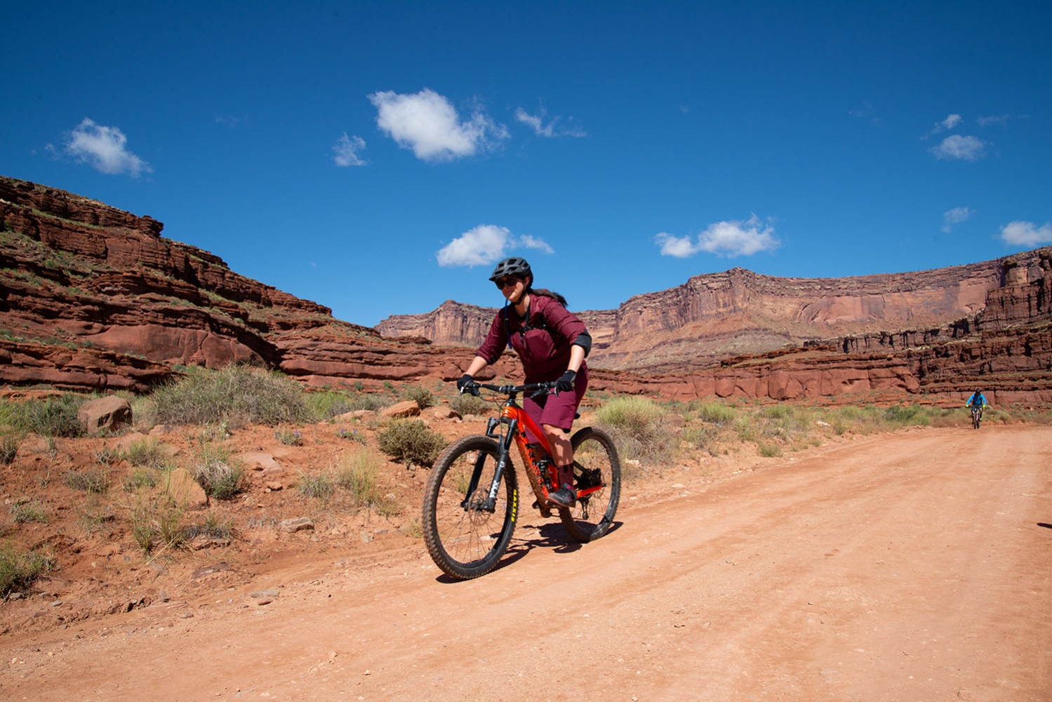 Canyonlands-National-Park-Full-Day-Guided-Mtb-Tour-Past-Shafer