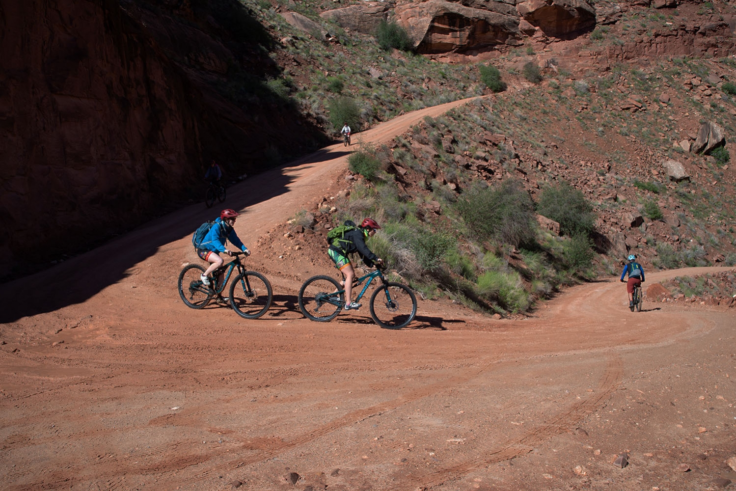 Canyonlands-National-Park-Full-Day-Guided-Mtb-Tour-Turn-1-Shafer-1