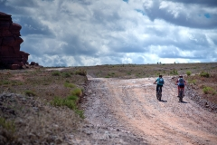 Canyonlands-National-Park-Full-Day-Guided-Mtb-Tour-Climbers-With-3-On-Horizon-