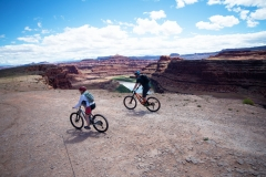 Canyonlands-National-Park-Full-Day-Guided-Mtb-Tour-Down-From-Lunch-2