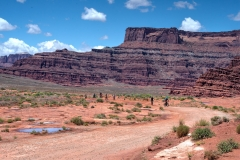 Canyonlands-National-Park-Full-Day-Guided-Mtb-Tour-All-Group-Cliffs