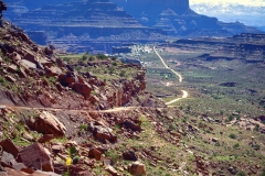 Canyonlands-National-Park-Full-Day-Guided-Mtb-Tour-Leaving-Shafer-Trail-1