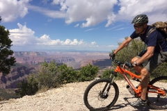 Rainbow Rim Trail riding