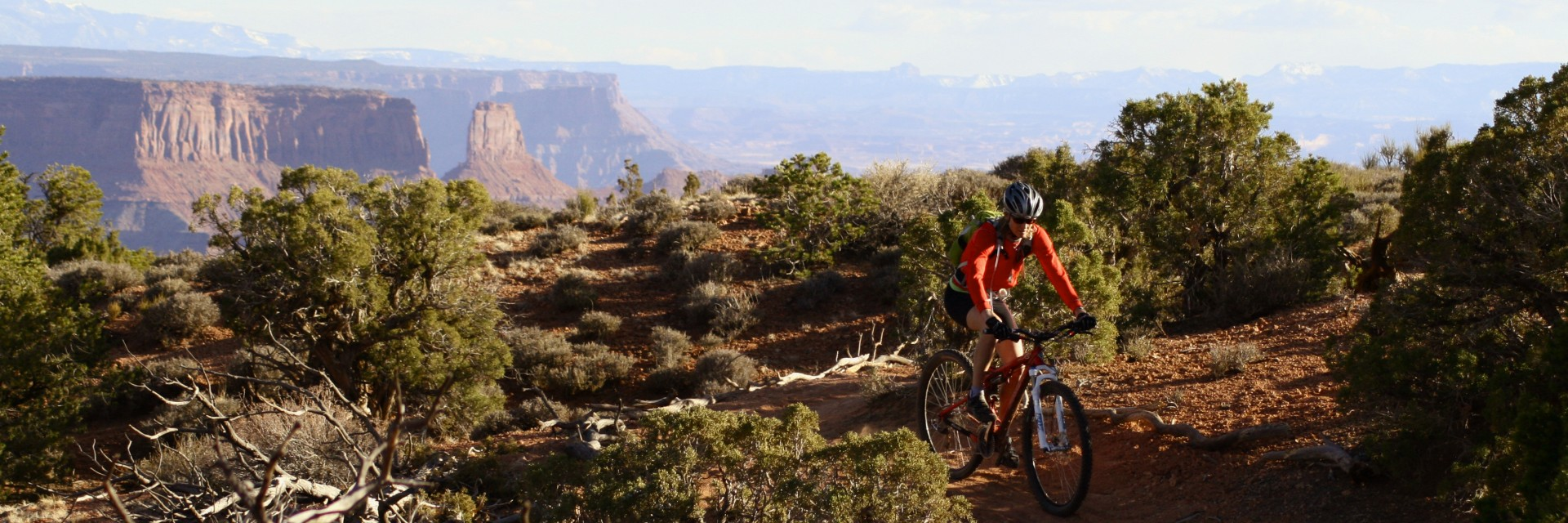 Dead Horse Point singletrack above the Colorado River erosion basin