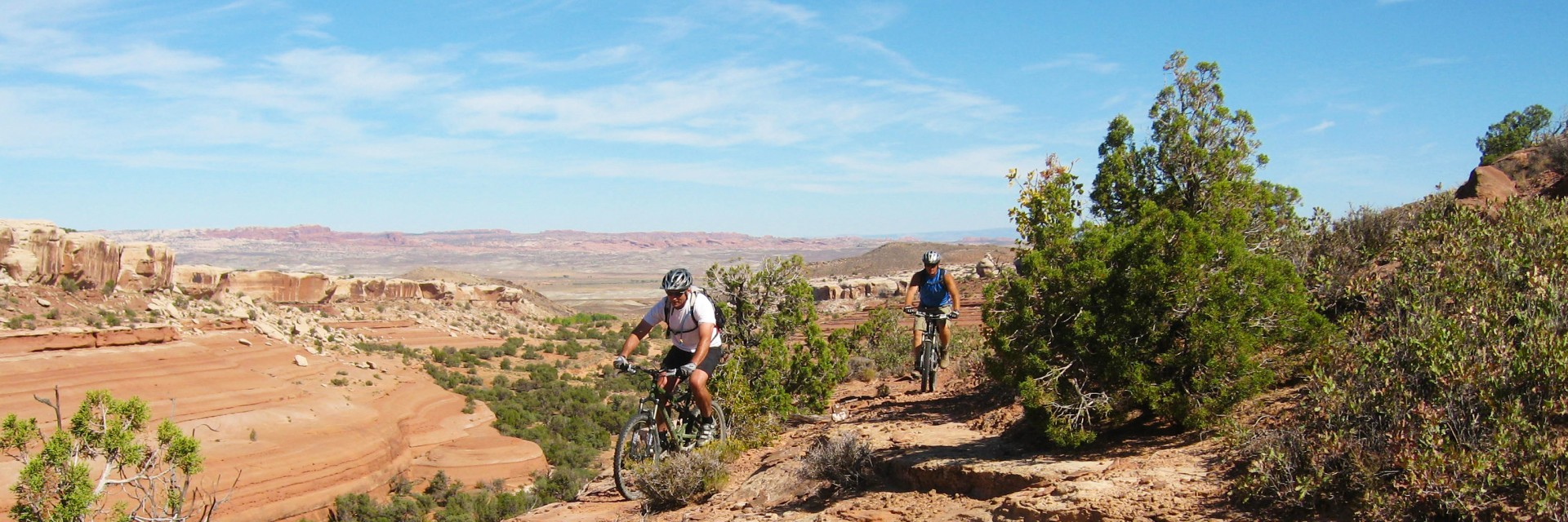 Heading around another box canyon along the rim is all part of the Kokopelli Trail 5-day guided mountain bike tour