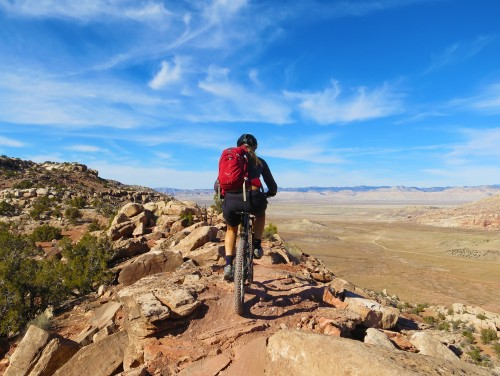 The Alaska section of North Klondike Singletrack mountain bike area includes a ridge with commanding views into the north of Arches NP