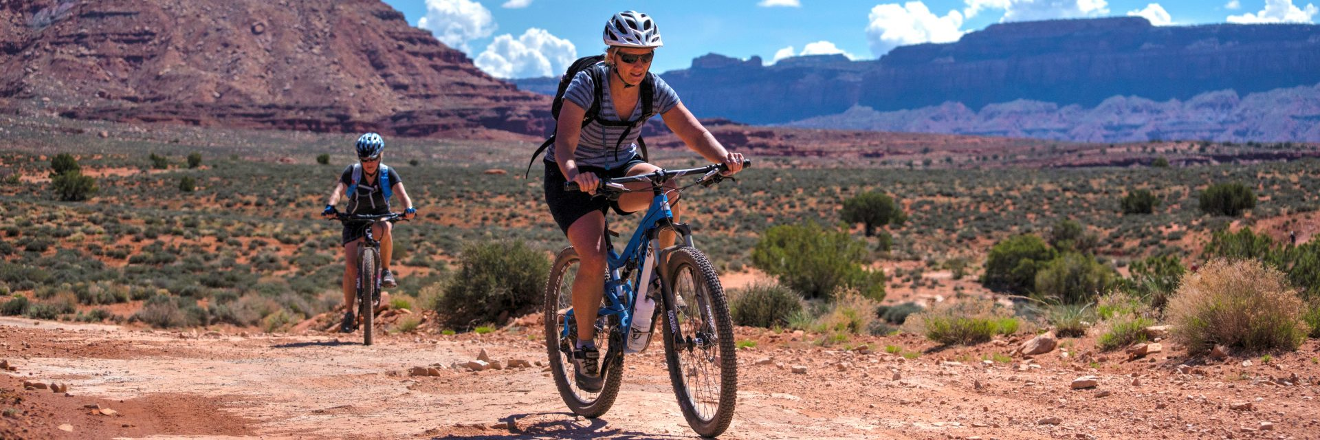 Approaching Lockhart Basin, Needles to Moab guided mountain bike tour