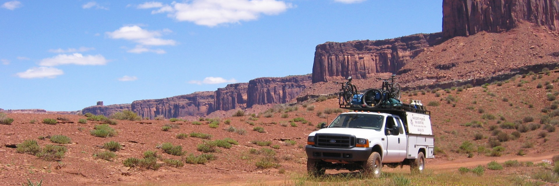 Vehicle support services are available for self-organized tours on the White Rim